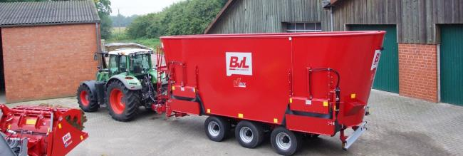 The triple-axle V-Mix feed wagon from BvL