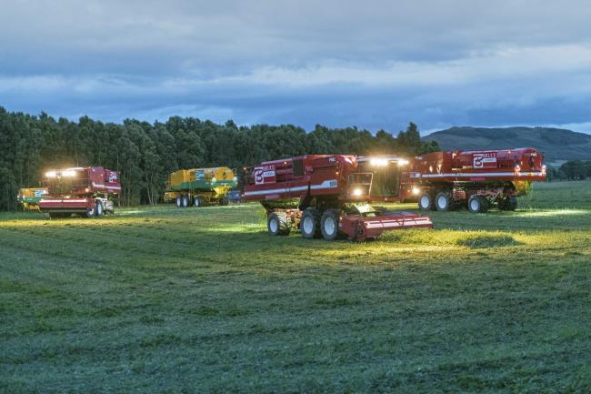 Bruce Farms lighting up the peas at Corston, Coupar Angus, Perthshire (Pic: Ron Stephen)
