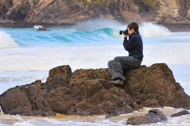 A photographer capturing a seascape near Mangersta, Isle of Lewis, Western Isles Area ©Lorne Gill/SNH