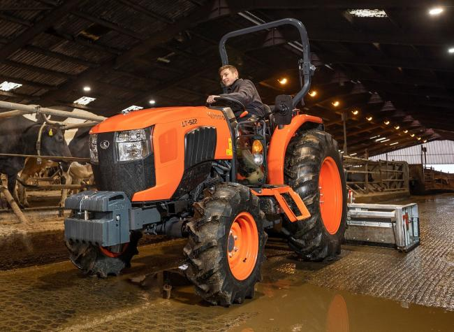 In the middle of Kubota's L1 range is the L1522, which is rated at 51hp and comes with an 8 x 8 mechanical transmission