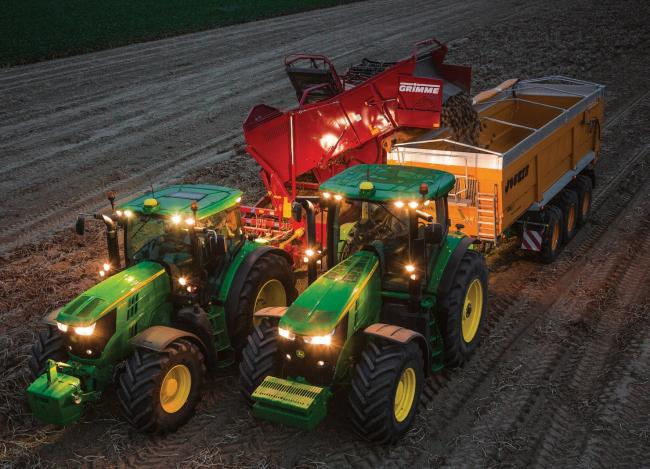 Machine Sync from John Deere allows harvester to take control of other machines during unloading cycles and can now also be applied to foragers and vegetable havesting outfits such as this potato lifter