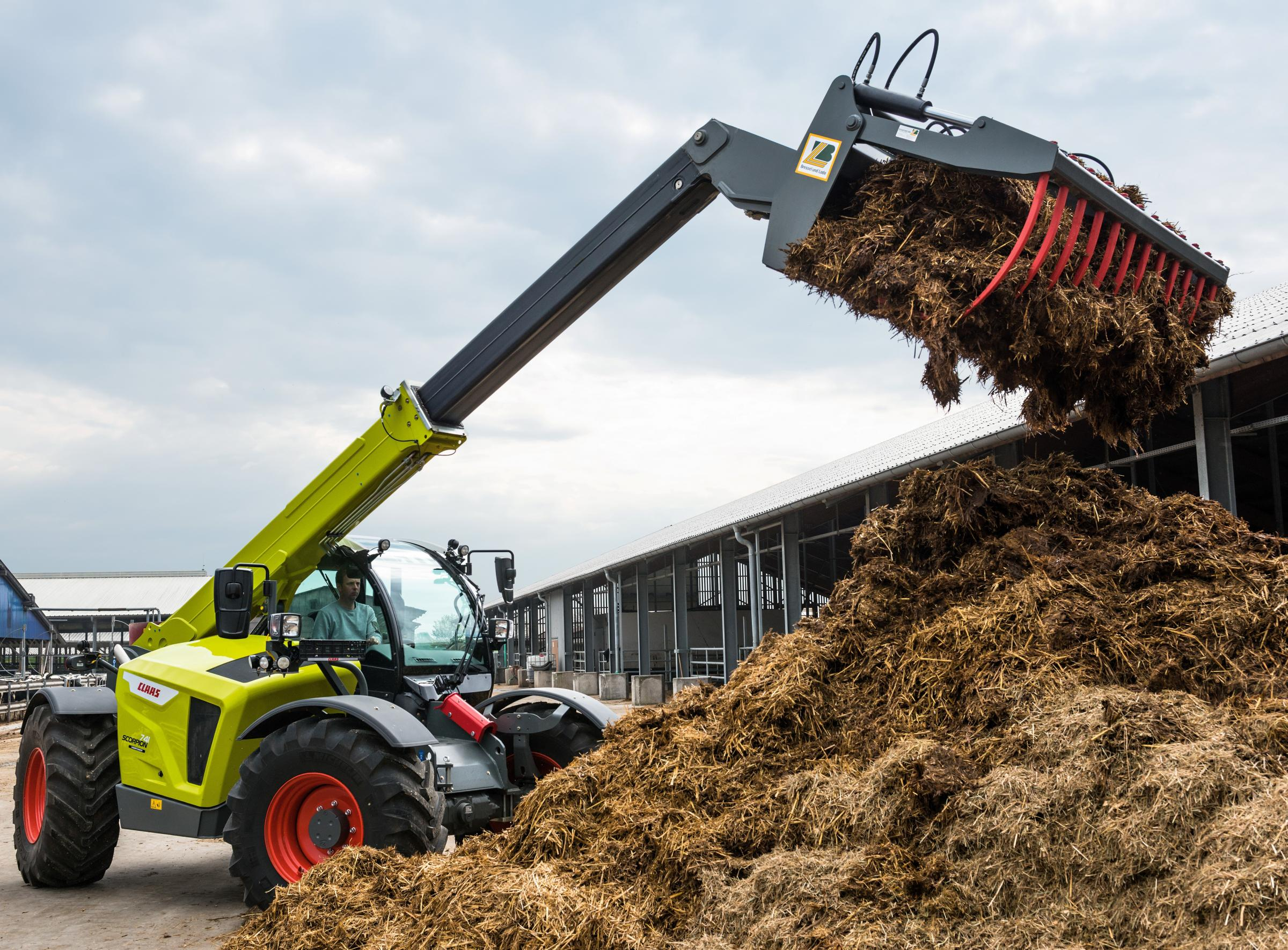 Claas adds new versatile drive system to its Scorpion handlers