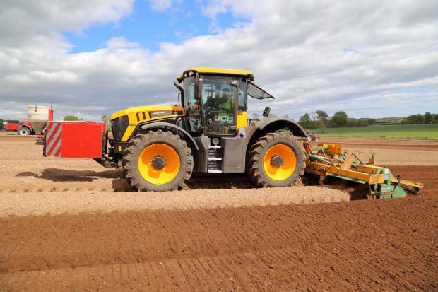 JCB's design boosts Fastrac to new levels | The Scottish Farmer