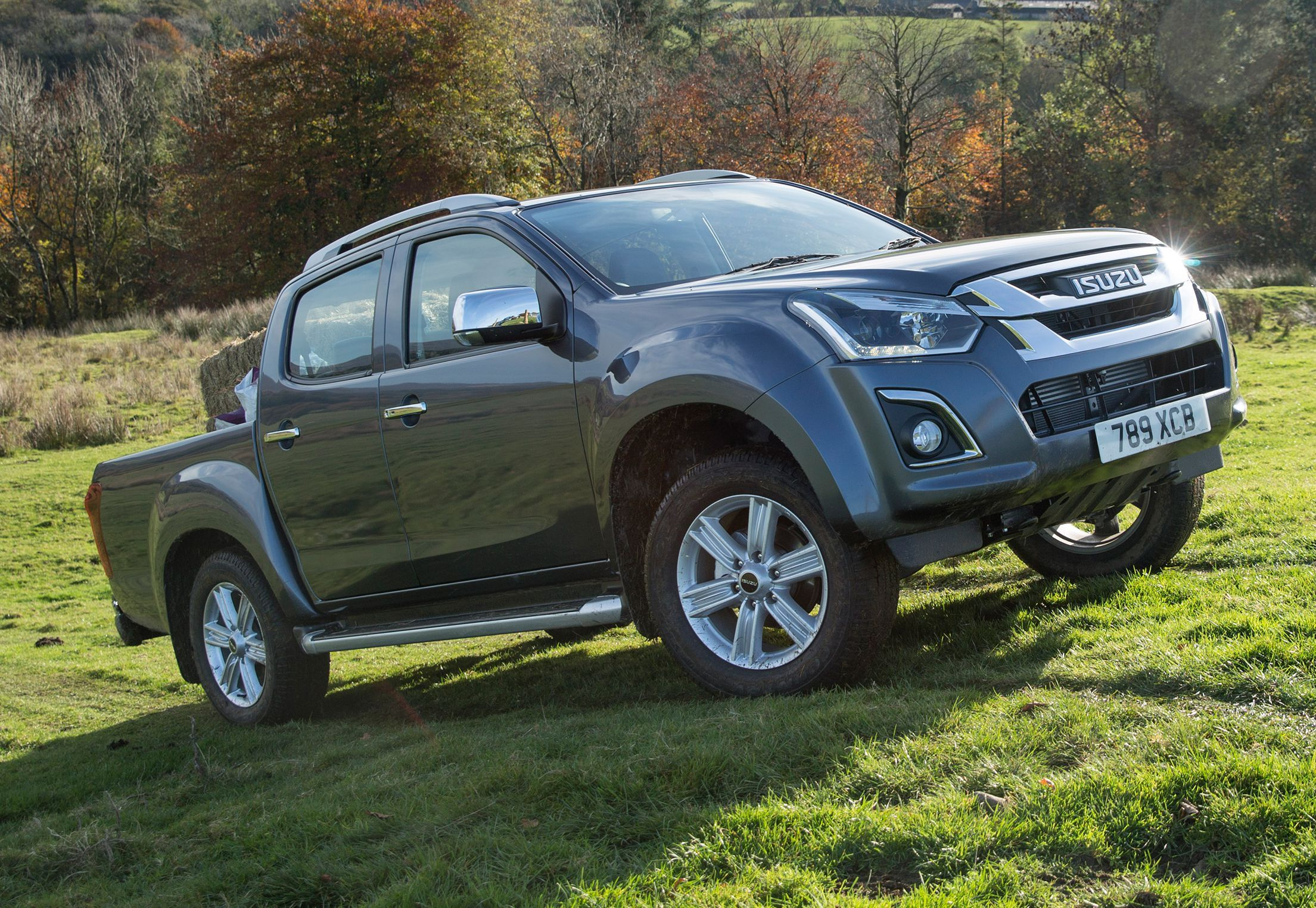 Smart alloys mark out the better spec' Isuzu D-Max models and there's also an impressive inventory in the cabin