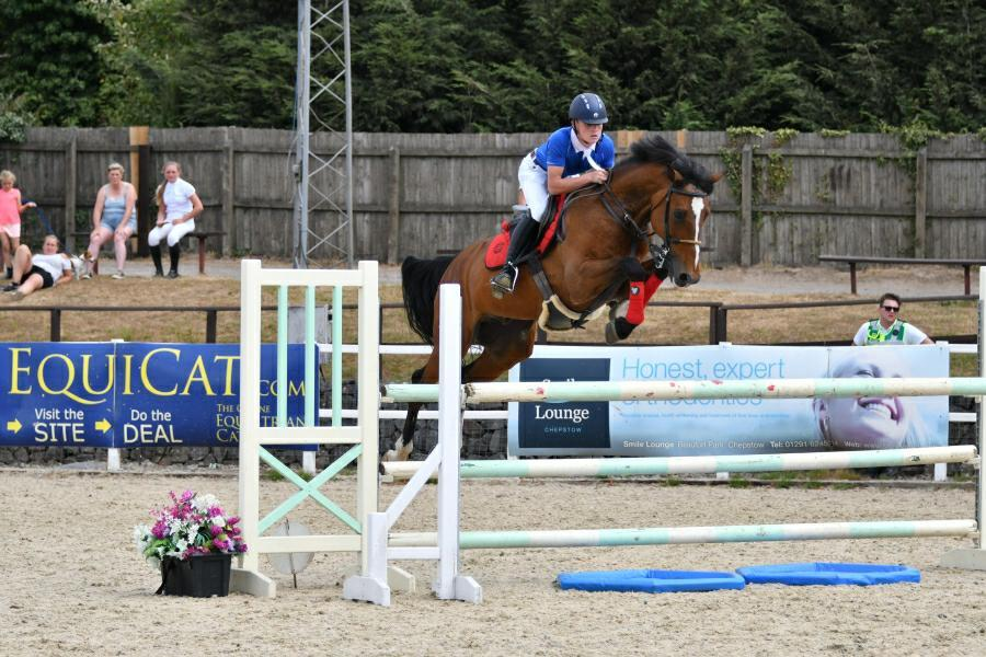 Robbie Ashe winning the Under 16s at the Welsh Home Pony with Cantho Z