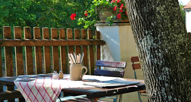 8 Best tables and chairs for outdoor dining. credit: Pixabay
